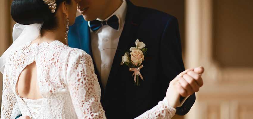 Hochzeitspaar auf dem Parket